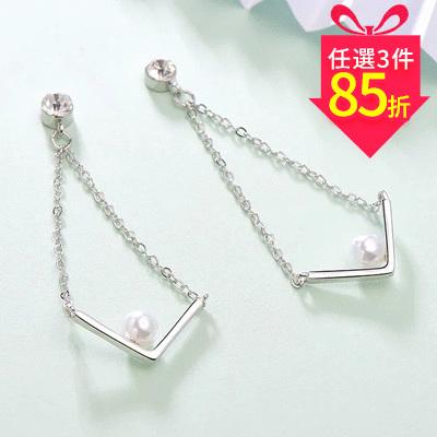 【專區3件★85折】金秘書為何那樣相似款-簡約V字珍珠鑲鑽 黏式耳環