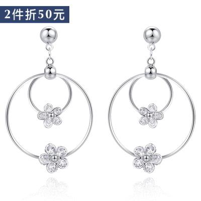 【2件折50元】經典時尚圓環花朵鑲鑽 耳針/無耳洞黏貼式耳環