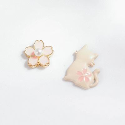嫩粉櫻花小貓不對稱 無耳洞黏貼式耳環