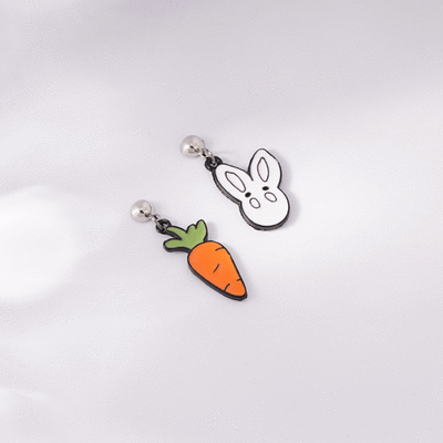 卡通白兔與胡蘿蔔不對稱 無耳洞黏貼式耳環
