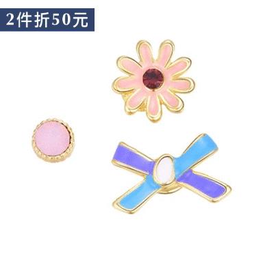 【2件折50元】迷你可愛小雛菊不對稱 無耳洞黏貼式耳環