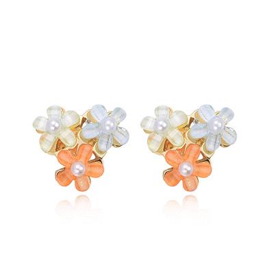 清新可愛珍珠花朵黏式耳環