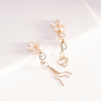 氣質五葉花瓣水滴鑲鑽 耳針/無耳洞黏貼式耳環
