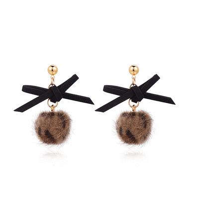 【耳環限時188元】時髦蝴蝶結豹紋毛球 耳針/黏式耳環