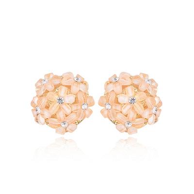 甜美氣質小雛菊花球黏式耳環