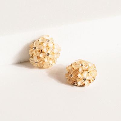 美甜氣質小雛菊花球 無耳洞黏貼式耳環