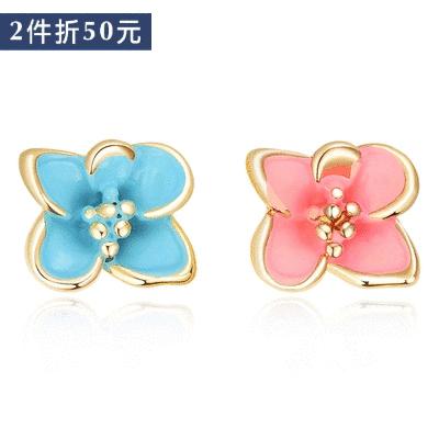 【2件折50元】迷你可愛粉嫩花朵不對稱 無耳洞黏貼式耳環
