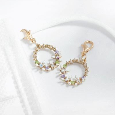 精緻圓圈花環鑲鑽口罩吊飾