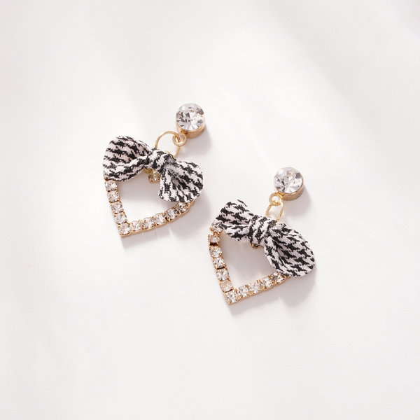 簍空心型黑格蝴蝶結 耳針/無耳洞黏貼式耳環